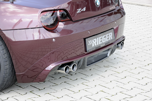BMW Z4 spoiler pod zadní nárazník (pro sportovní výfuk Rieger s koncovkami 4x90mm Carbon Look)