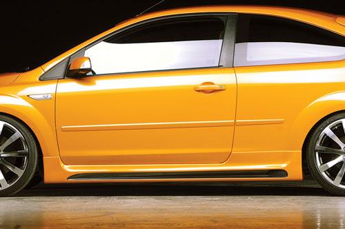 Ford Focus II ST nástavce bočních prahů Carbon-Look (pro 3-dveřovou verzi)